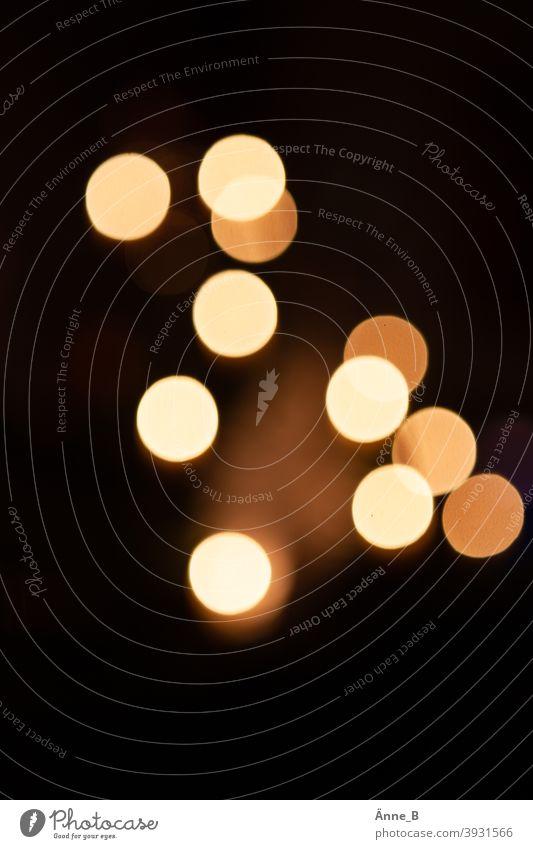Sind die Lichter angezündet - Kerzenschein unscharf Lichter unscharf Weihnachten Beleuchtung Weihnachtsbaum warm Weihnachten & Advent Nacht leuchten