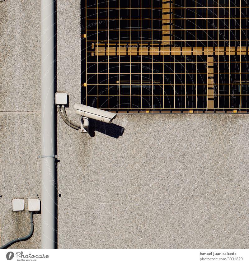 Überwachungskamera an der Wand des Gebäudes Fotokamera Videokamera Hintergrund Straße Sicherheit Gerät Schutz Technik & Technologie System Kontrolle bewachen