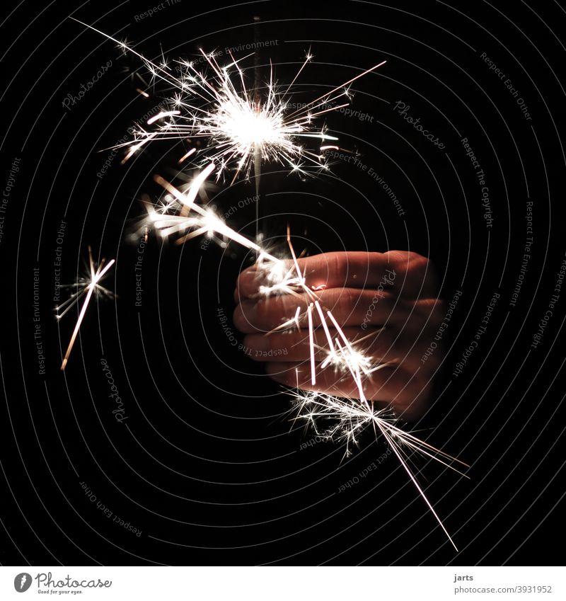 wunderkerzenfeuerwerk Sterne Feuerwerk Wunderkerze Hand Silvester u. Neujahr Lichterscheinung Funken Nacht Feste & Feiern glänzend Party hell dunkel
