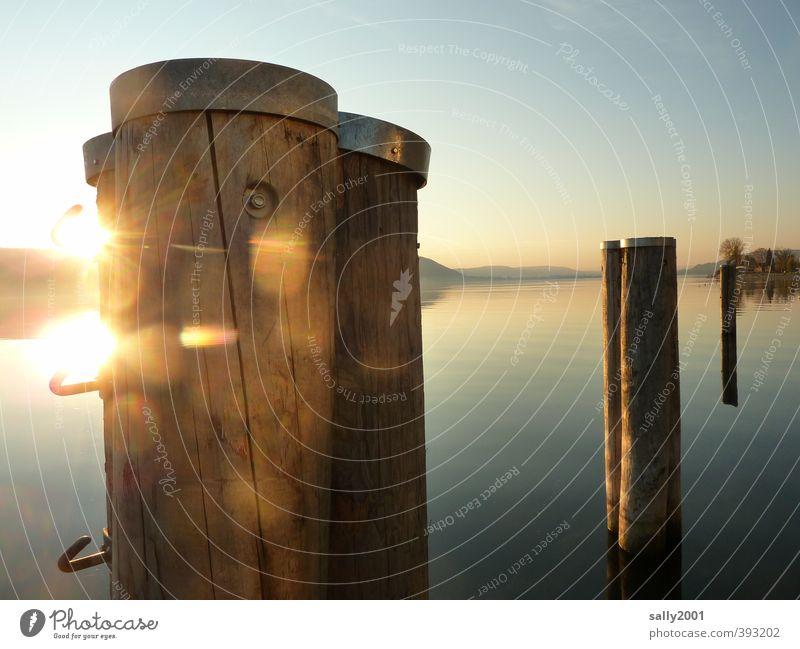 Abendleuchten Wolkenloser Himmel Sonne Sonnenaufgang Sonnenuntergang Schönes Wetter See Bodensee Binnenschifffahrt Hafen Holz Erholung träumen fantastisch schön