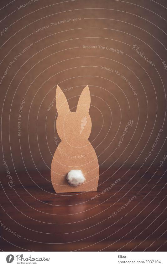 Gebastelter Osterhase aus Papier gebastelt Ostern Ostetdekoration Hase braun Osterbastelei
