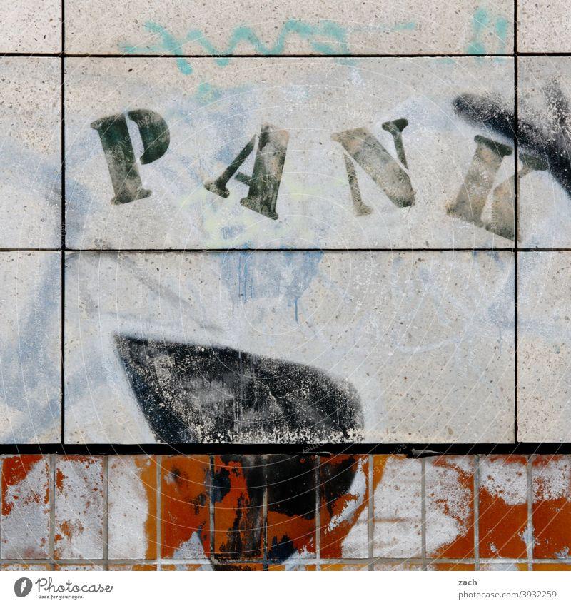 ...not dead Schriftzeichen Buchstaben Text Wort Schilder & Markierungen Hinweisschild Mitteilung alt kaputt Punk Punkrock Musik Rockmusik
