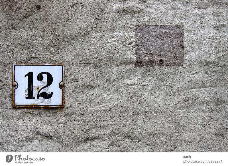 zwölf Bürogebäude Mauer Fenster Haus Architektur Gebäude Fassade Wand Eintönig weiß Beton grau 12