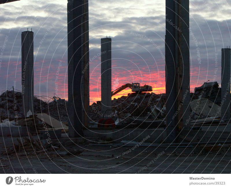 The Eden of Iceland Himmel Sonne blau rot Haus Wolken Stein Gebäude dreckig rosa Industrie kaputt Ende Baustelle Ruine Island