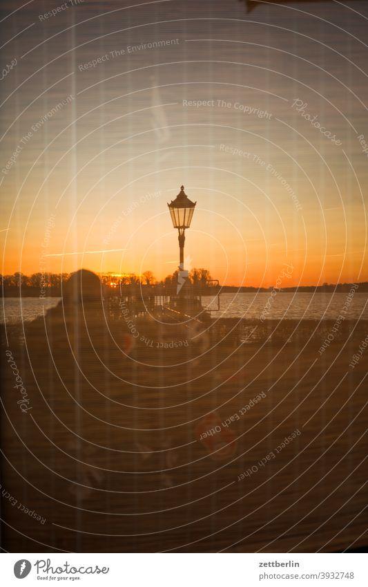 Tegeler See mit Sonnenuntergang als Spiegelbild berlin gewässer havel see tegel tegeler hafen tegeler see ufer umland wasser wasserspiegel wasseroberfläche