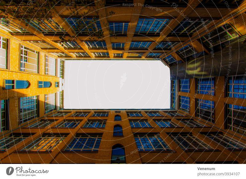 Wohnhaus in Berlin Haus Häuser Miete Appartement Mietwohnungen Gebäude flach Appartements Leben ruhig Stadtleben Fassade Fassaden kreativ kreative Optik optisch