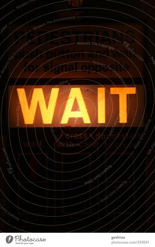 WAIT Ampel einfach Schilder & Markierungen auffordern Signalanlage signalgelb Licht Straße Straßenverkehr London Farbfoto Außenaufnahme Textfreiraum oben