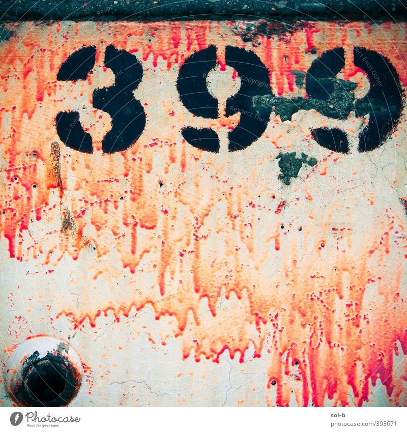 dport | Detail 4 Mauer Wand Billig trashig Stadt orange schwarz Hemmungslosigkeit bemalt Beton zählen 399 Schilder & Markierungen Ziffern & Zahlen tropfend