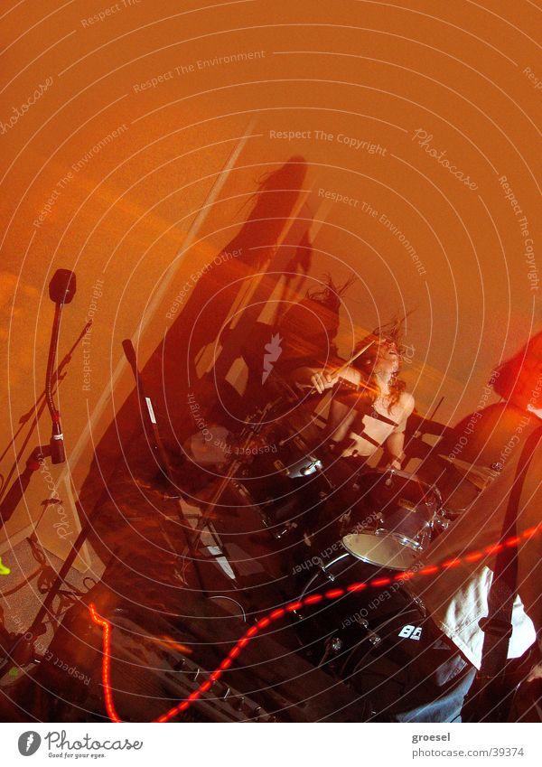power mit 17 Stimmung rot Rockmusik Schlagzeuger Show Takt Freizeit & Hobby Club Kraft laut Treffpunkt Jugendliche Musik Dynamik Schnur Erfolg Jugendtreff