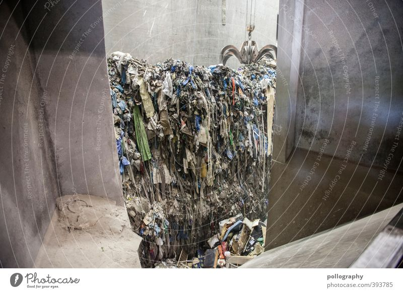 Baumaterial | lohnende Ressourcen Industrieanlage Fabrik Ende Müll Müllverwertung Müllabfuhr Müllhalde Müllentsorgung Greifer Wand Stapel Kostbarkeit wegwerfen