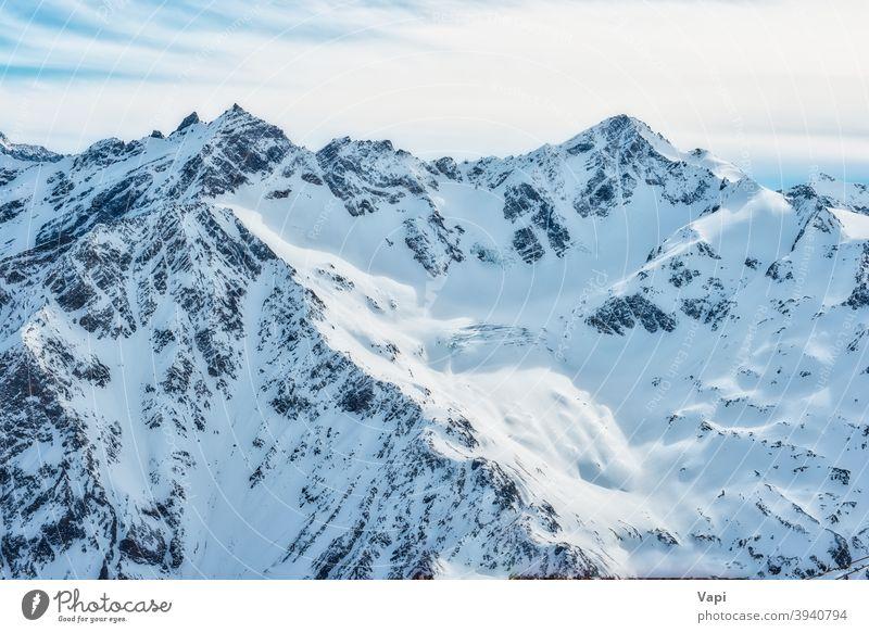 Schneebedeckte blaue Berge in Wolken Berge u. Gebirge Winter Himmel weiß Kaukasus Alpen elbrus Eis Natur hoch Gipfel Landschaft Gletscher kalt schön alpin Ski