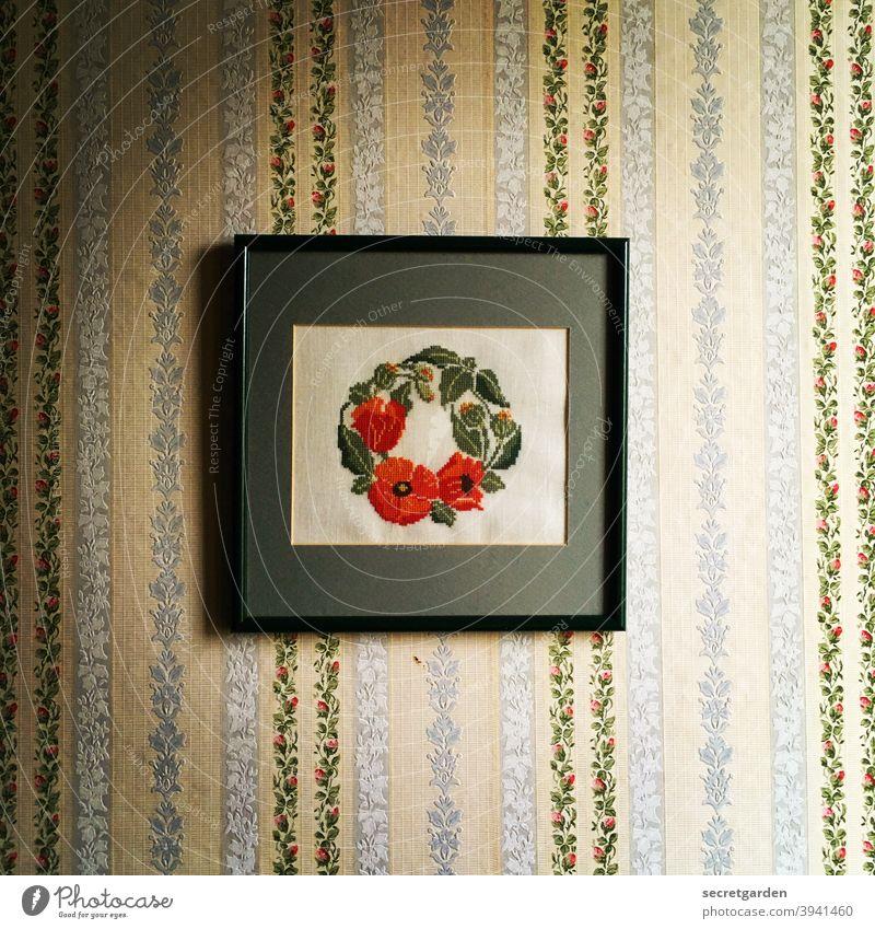 Über Geschmack lässt sich nicht streiten. Bild Handwerk Sticken hobby tapete retro Retro-Farben trash retrotapete Mustertapete Retro-Trash Farbfoto