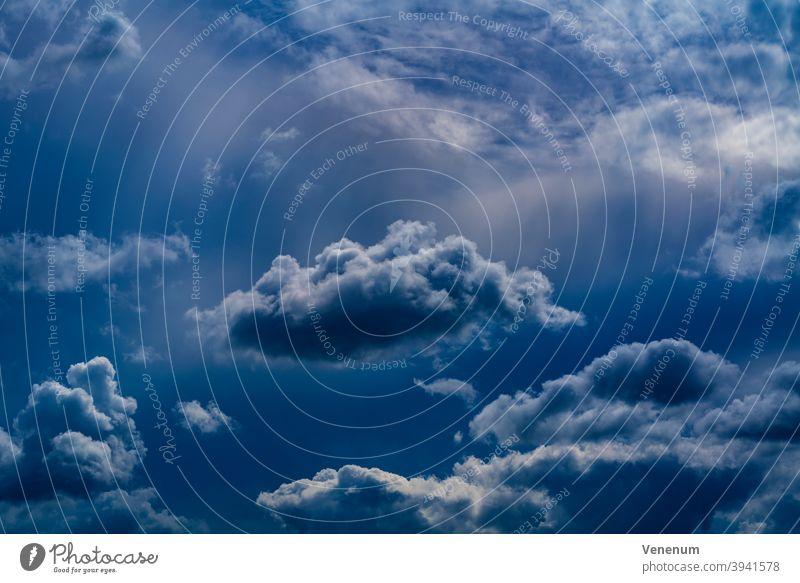 Regenwolken im Sommer in Deutschland Cloud Himmel Astronomische Studien Draufsicht im Freien Natur Naturbeobachtung Wolkenfeld Gewitter Wolken-Sammlung