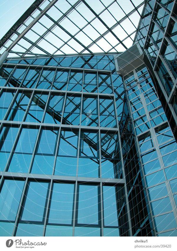 Glaspalast2 blau Winter kalt Fenster Architektur Glasdach