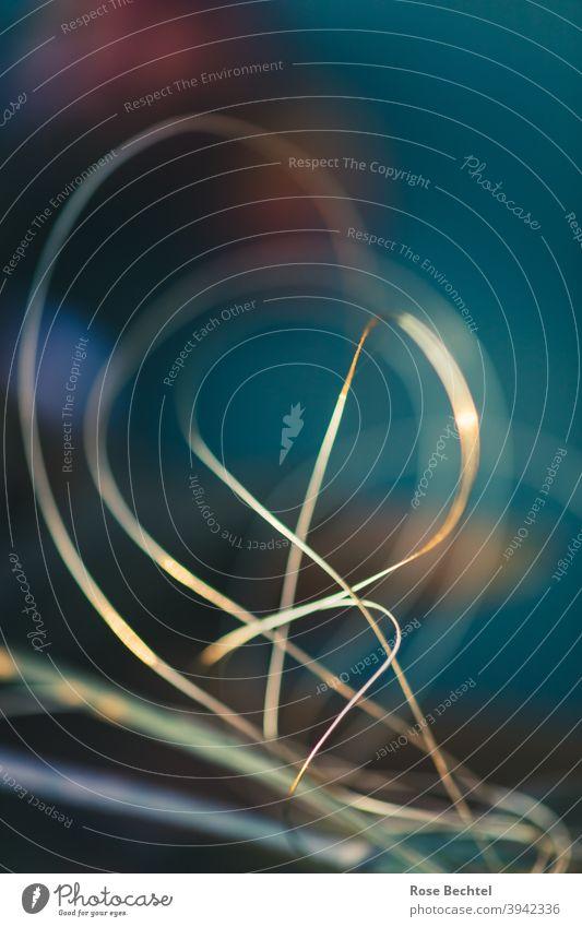 Goldene Kurven aus Draht golden blau Dekoration & Verzierung Geschenkband Weihnachten & Advent glänzend Weihnachtsdekoration festlich Farbfoto Menschenleer