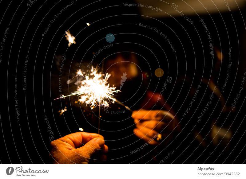 Amtsübergabe Wunderkerzen Feuerwerk Nacht Licht Party Feste & Feiern Silvester u. Neujahr Funken Weihnachten & Advent brennen Freude dunkel Nahaufnahme