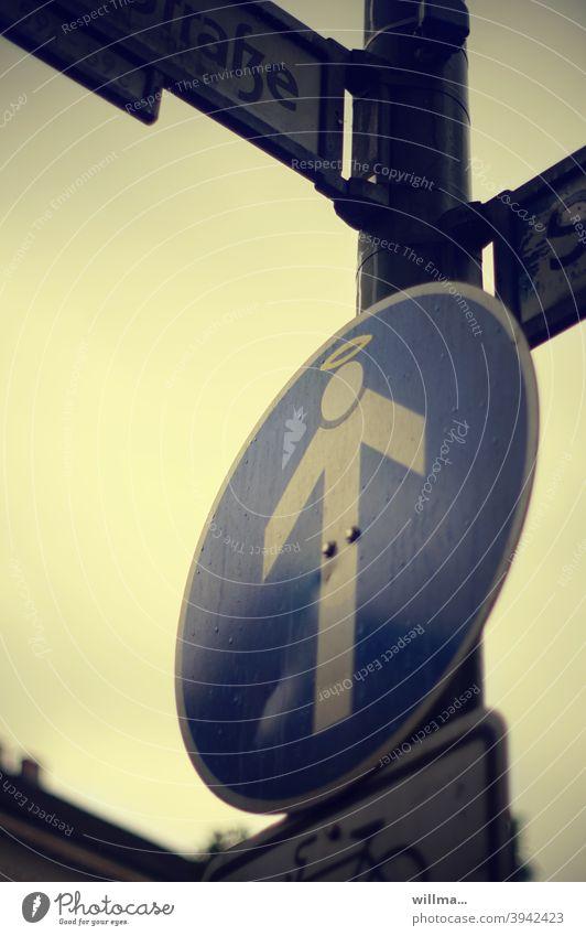 Himmelfahrt des heiligen Emporkömmlings Verkehrsschild Pfeil Streckenführung Vorschriftszeichen Heiligenschein Fahrtrichtung lustig witzig