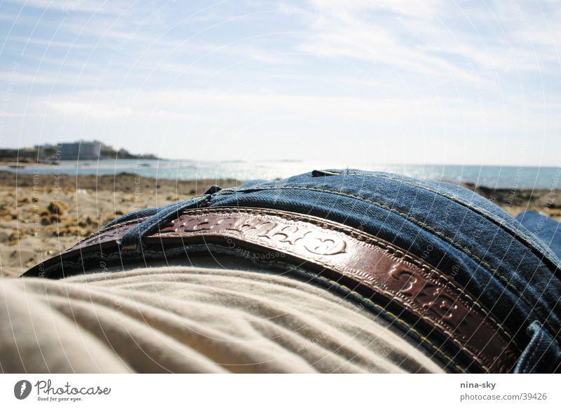 jeanstrand Strand Meer Wolken Ferien & Urlaub & Reisen Gürtel Europa Himmel Sonne Jeanshose blau liegen