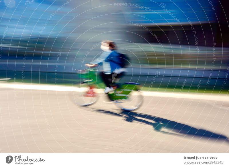 Radfahrer auf der Straße in Bilbao Stadt Spanien Biker Fahrrad Transport Verkehr Sport Fahrradfahren Radfahren Übung Mitfahrgelegenheit Geschwindigkeit schnell