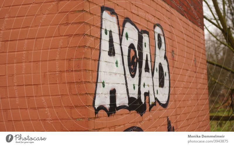 A.C.A.B. acab Polizei Farbfoto Schilder & Markierungen Außenaufnahme Mauer Graffiti Gebäude Schriftzug Fassade Wand Zeichen Schriftzeichen Buchstaben