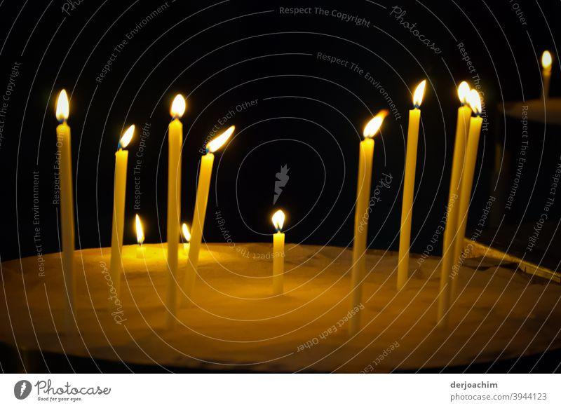Opferkerzen -oder zum Gedenken - Religion Glaube Gebet Kirche Religion & Glaube Symbole & Metaphern Licht Spiritualität Trauer beten brennen ruhig