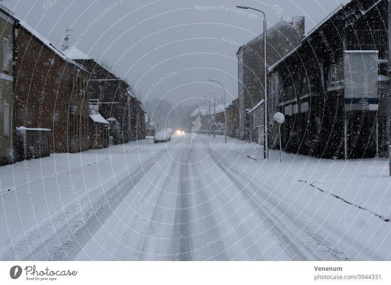 Der erste Schnee im neuen Jahr in Luckenwalde Straße Straßen Gebäude Deutschland Teltow-Fläming Straßenbelag Bürgersteig Fußweg Allee Weg Fahrbahn Fahrspur Haus