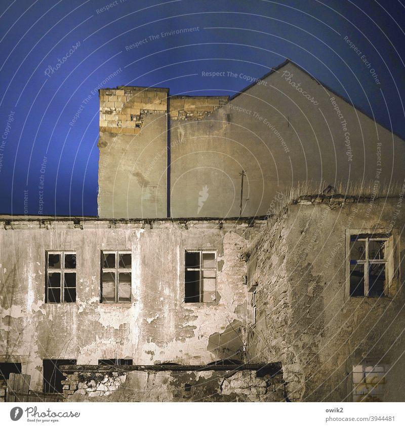 Letztes Stadium Abrissgebäude Menschenleer Zerstörung Verfall Abrissromantik dreckig alt Bautzen Ostdeutschland Fensterfront Bronx gefährlich düster verlassen