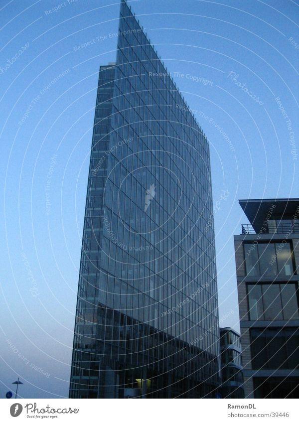 Glasgebäude Haus Architektur Hochhaus modern Stuttgart Bürogebäude