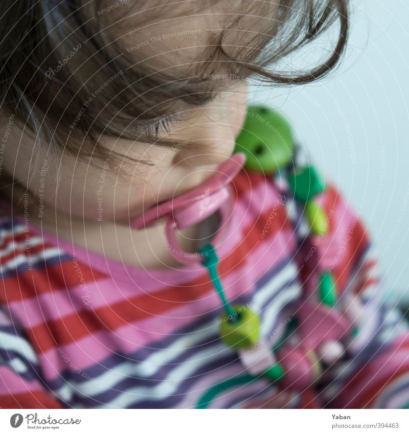 Die Schnuller-Diaries feminin Kind Kleinkind Mädchen Kindheit Kopf Haare & Frisuren Gesicht 1 Mensch 1-3 Jahre weich Zufriedenheit Farbfoto Nahaufnahme Tag
