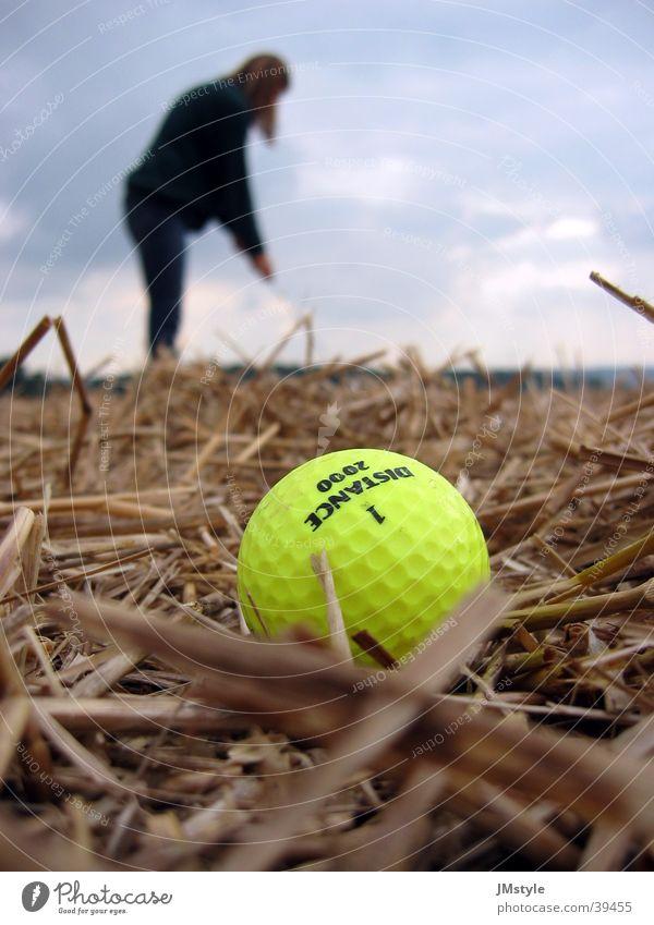 X-Golf Session Golfball Feld Neonlicht Stroh Sport Crossgolf Mensch Natur drausen