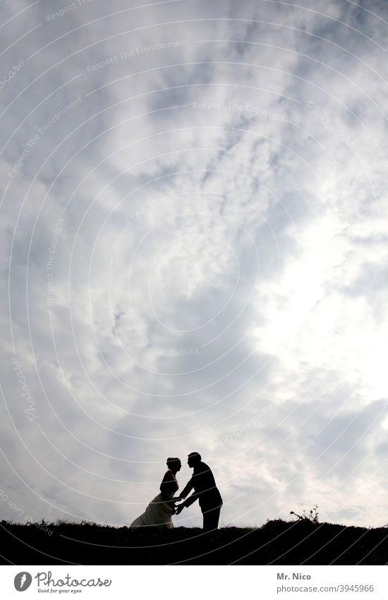 kiss me baby one more time Glück Zusammensein Romantik Liebe Ehepaar harmonisch Liebespaar Braut Hochzeitspaar Verliebtheit Gefühle himmlisch Sympathie