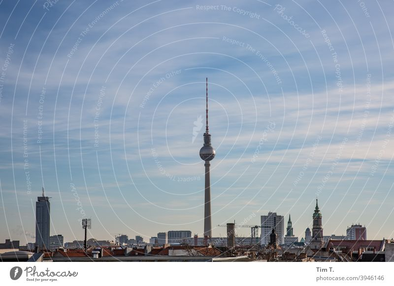 Skyline Berlin tv tower Fernsehturm Himmel Berliner Fernsehturm Wahrzeichen Alexanderplatz Turm Architektur Hauptstadt Sehenswürdigkeit Stadtzentrum