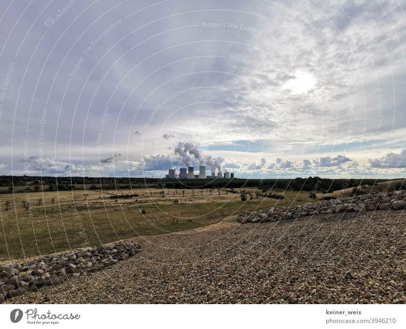 Blick auf Kraftwerk Boxberg von Findlingspark Nochten aus - Lausitzer Seenland Kohlebau Tagebau Gruben Kohlekraftwerk Sonne Himmel Krabat sächsische Lausitz