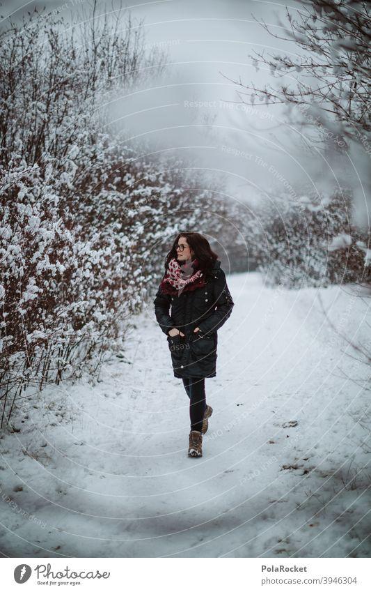 #A+# Wenn Frau Spaziert Spaziergänger corona Winterlicht Landschaft Umwelt Klima frieren Wetter Frost Natur Schnee Januar kalt Dezember Kälte draußen