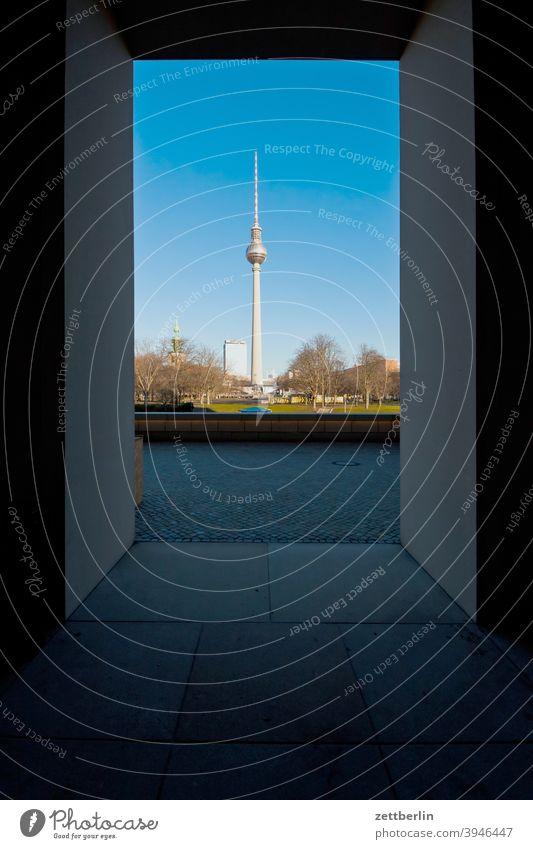 Marienkirche und Fernsehturm, gesehen aus dem Berliner Schloss alex alexanderplatz architektur berlin berliner schloss büro city deutschland fernsehturm