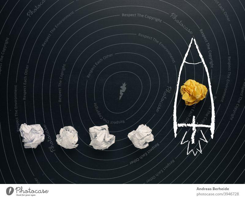 Start einer Rakete, Kreativitätskonzept oder neue Ideen-Metapher Ehrgeiz Hintergrund Ball beginnen Tafel blau Brainstorming Business kreativ