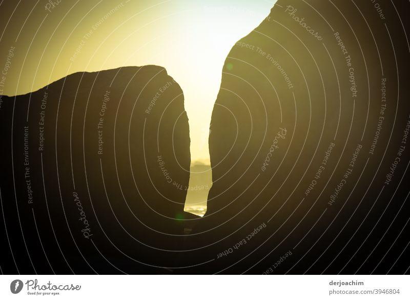 Hinter den Felsen ist die Sonne und der Pacific. Stein Wärme Landschaft Natur Ferien & Urlaub & Reisen Tag Menschenleer Umwelt Schönes Wetter Sommer Farbfoto