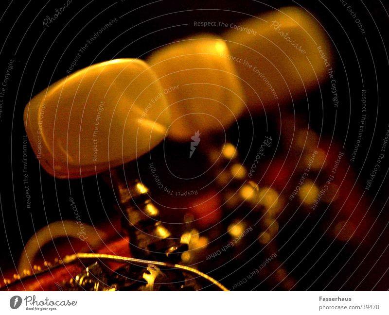 Die Einstellung stimmen Klang Saiteninstrumente musizieren Konzert Licht Romantik Lied Skala Musik Anpassung gitare guitar string philarmonie drehschraube
