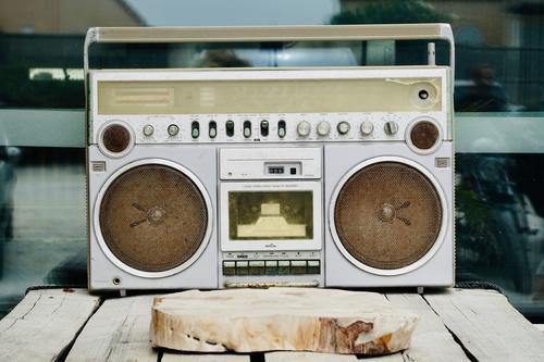 Vintage-Radio-Kassettenrekorder altehrwürdig Schreiber '80 Hip-Hop Tanzen Musik Party Straße Straßenumzug retro elektrisch Disco