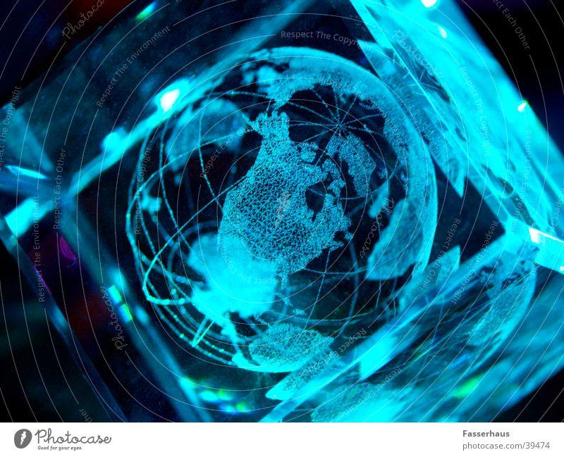 Lichtwelt Stimmung Erde Landkarte Glas Internet modern Zukunft Technik & Technologie Wissenschaften Weltall Globus durchsichtig Licht Kristallstrukturen Planet Laser