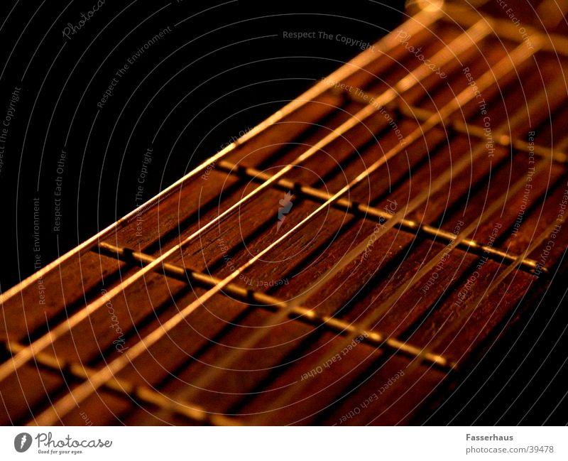 Strings stimmen Klang Saiteninstrumente musizieren Konzert Licht Romantik Skala Lied Musik Anpassung gitare guitar guitare string philarmonie balade romantsch