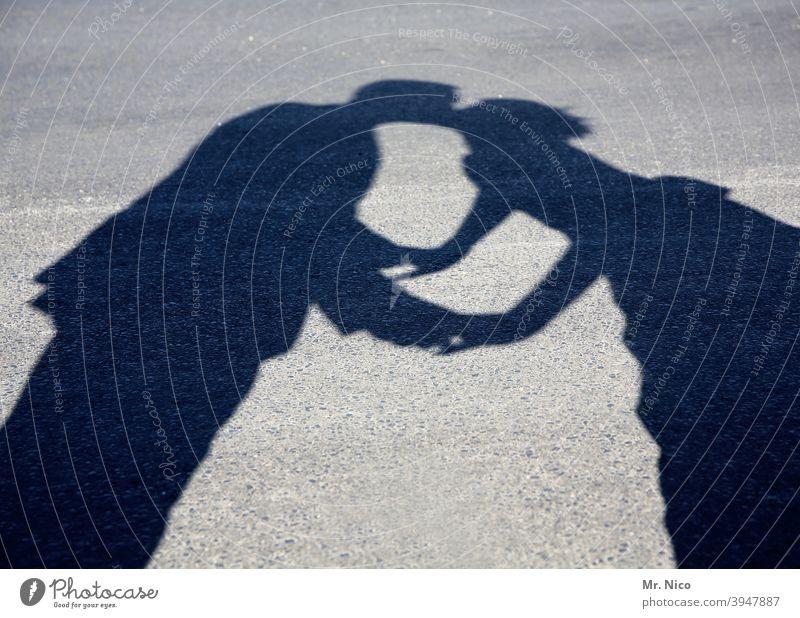 Kiss me , Kate berühren Küssen Liebe Silhouette Schatten Abschiedskuss Liebespaar Busserl busserln Schattenspiel Liebesaffäre Paar Leidenschaft Sehnsucht