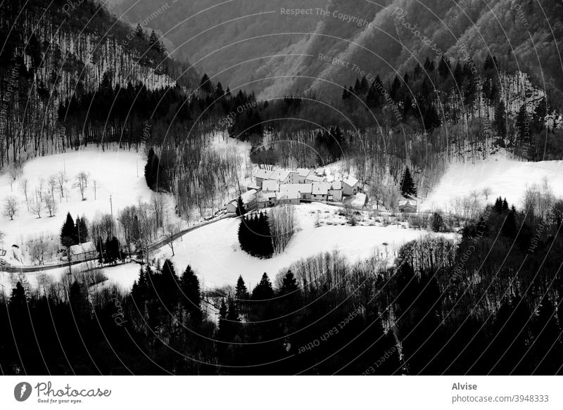 Dorf mit Schnee drei Italien Haus Alpen reisen Himmel Landschaft Natur Europa Winter Berge u. Gebirge Gipfel alpin Tourismus dolomiti weiß Sport kalt Feiertag
