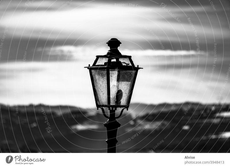 Nahaufnahme der Straßenlampe alt Licht Lampe urban Großstadt Laterne retro altehrwürdig Architektur vereinzelt Design Hintergrund Antiquität bügeln