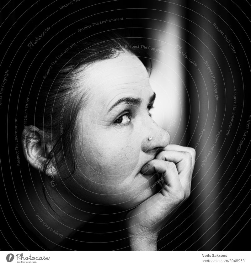 Porträt einer schönen Frau Gesicht Blick Auge Mund Nase Haare & Frisuren Schwarzweißfoto schwarz Mensch Lippen feminin Erwachsene Kopf 1 Innenaufnahme