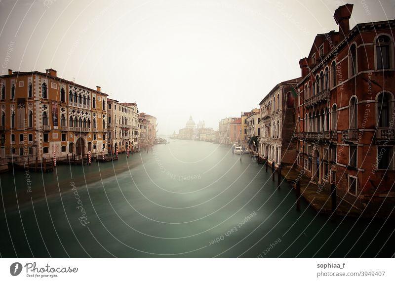 Reisen Venedig, nebliger Canal Grande mit alten Häusern, Städtereise Kanal Fluss großer Kanal reisen Italien Nebel Brücke Großstadt Haus Ausflug Wasser blau