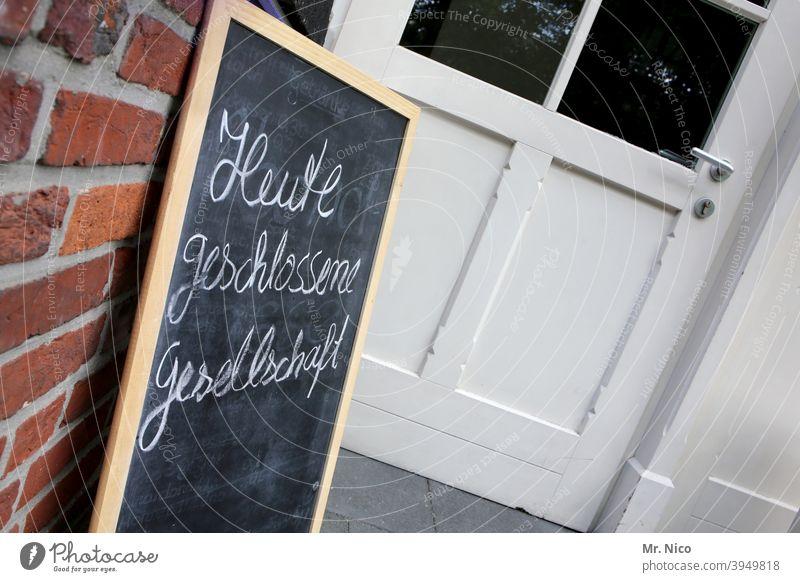 Heute geschlossene Gesellschaft geschlossene gesellschaft Schilder & Markierungen Schriftzeichen Hinweisschild Lokal gaststätte Gastronomie veranstaltungsort