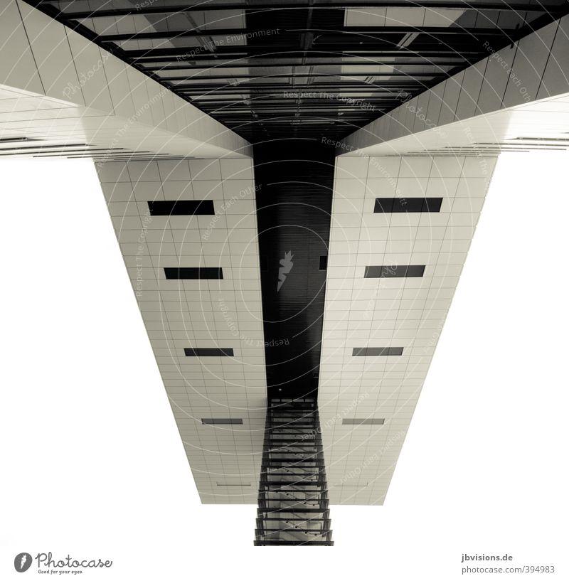 Vierte Fassade Büro Architektur Gebäude Fassadenverkleidung untersicht Köln Sehenswürdigkeit Krangebäude Design einfach Schwarzweißfoto Außenaufnahme