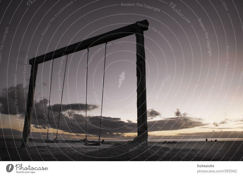 endlos schaukeln Landschaft Himmel Nachthimmel Horizont Schönes Wetter Küste Strand Nordsee Meer Freude Schaukel Schaukelkette Holzpfahl St. Peter-Ording