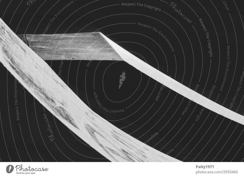 Skaterrampe - Scharfe Kanten im kontrastreichen Spiel mit Licht und Schatten Skaterbahn Rampe Kontrast abstrakt Strukturen & Formen Menschenleer Linie